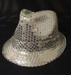 Ezüst flitteres kalap