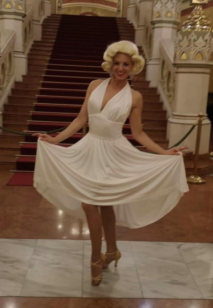 f586db0565 Marilyn Monroe jelmez - Broadway egyedi ruha és jelmezkölcsönzés