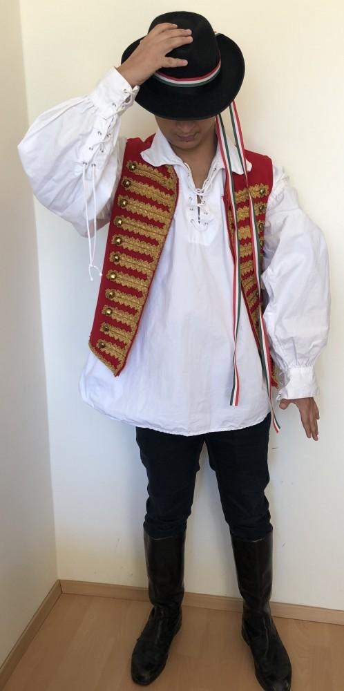 Kisbíró jelmez - Broadway egyedi ruha és jelmezkölcsönzés 572fd21929